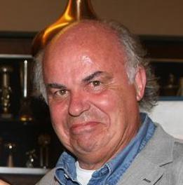 John Drieskens in Over de doden: 'Een beetje vrolijke muziek rond het graf'