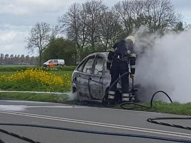 Auto brandt uit langs Medemblikkerweg