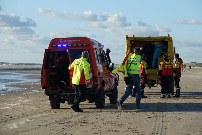KNRM redt vrouw uit de Noordzee bij Bergen aan Zee