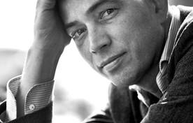 Tommy Wieringa is één van de optredende literaire artiesten.