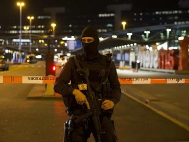 Bomdreiger op Schiphol: eis twee maanden cel