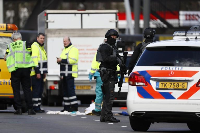 Schietpartij in tram in Utrecht, meerdere gewonden, een dode [video]