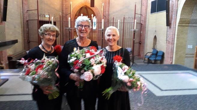 Koor Sint Caecilia eert in Niedorper Kloosterkerk drie jubilarissen
