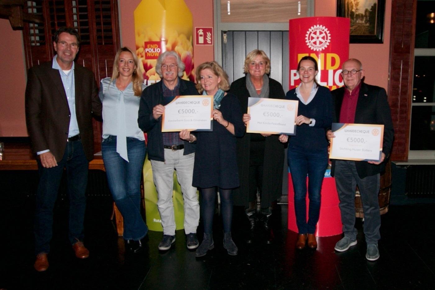 Rotary Huizen steunt drie goede doelen met elk 5000 euro: Stichting KinderBeestFeest, Voedselbank Gooi en Omstreken en Stichting Huizer Botters - Noordhollands Dagblad